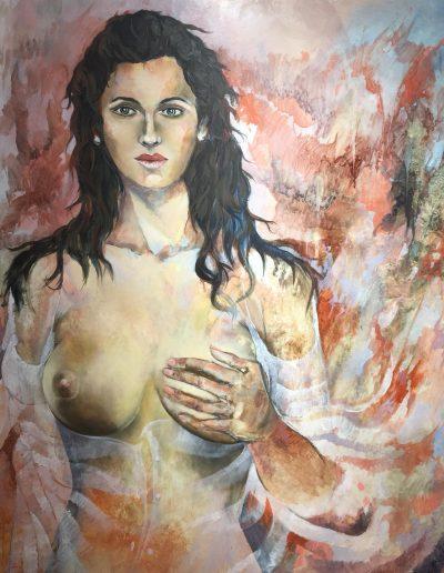 La mujer de la mano en el pecho