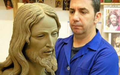 La familia López Mariscal dona nuevas figuras para la Borriquita